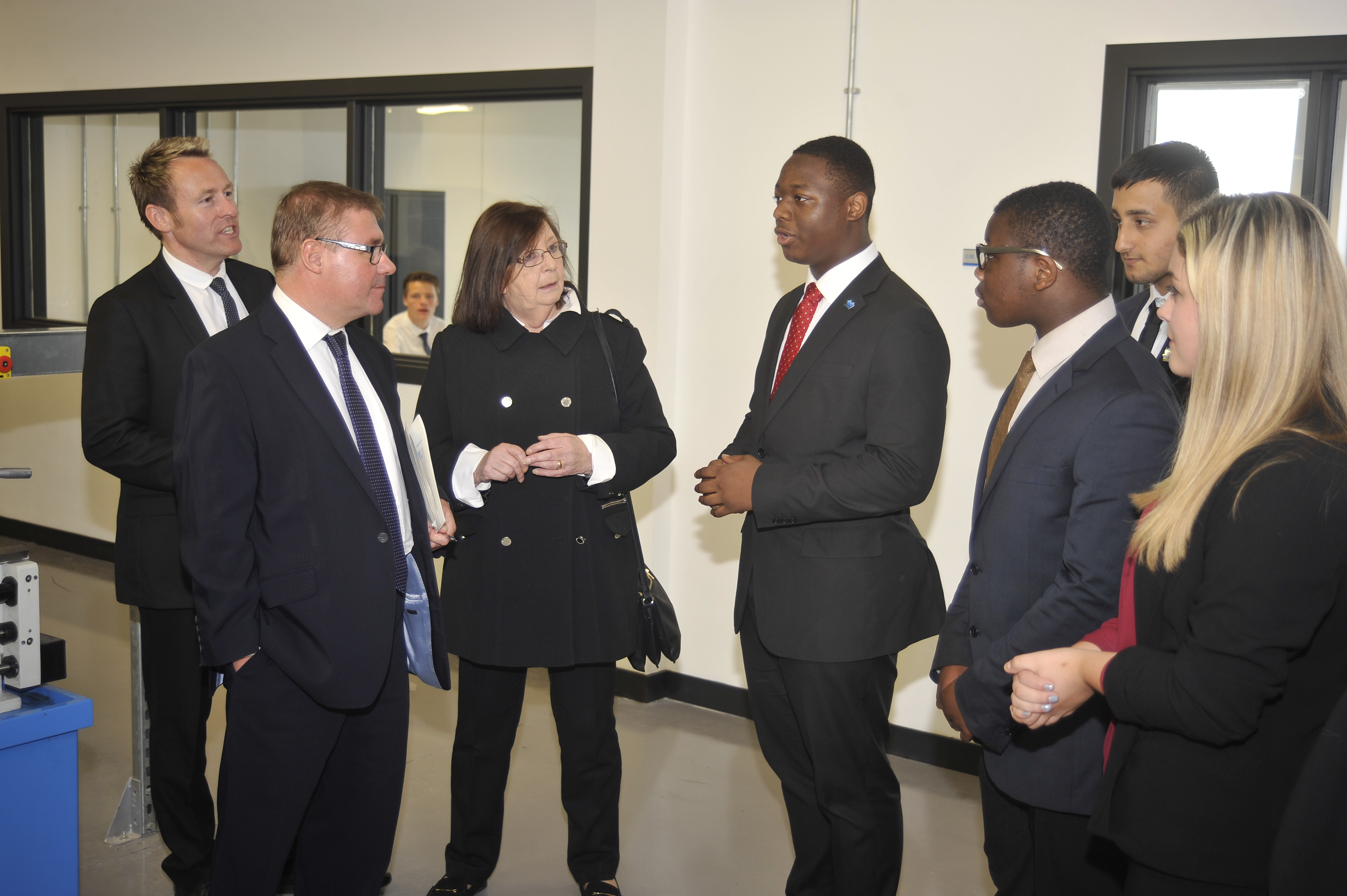Thames Gateway Minister Rt Hon Mark Francois MP (second from left) meets students at Medway UTC during his visit to North Kent